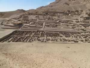 Deir el Medina- Pirámides-