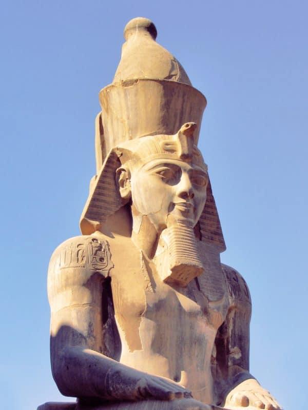 concepción de la divinidad y el problema de la mitología.