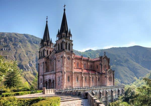 arquitectura-colegiata-covadonga