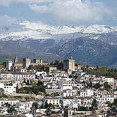 Granada al pie de Sierra Nevada
