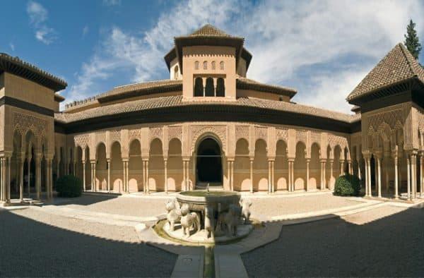 Centros históricos, patrimonio y regulación. España y Andalucía