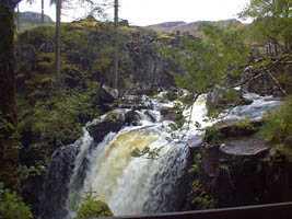 Cascada de la reina victoria-Lago Ness