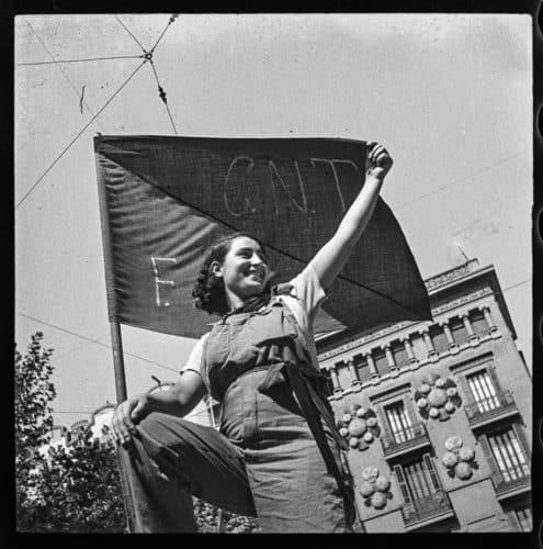 La guerra infinita-antoni campañà, miliciana en una barricada del carrer hospital, 1936, juliol 1936