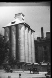 Foto histórica de la fábrica el Águila-programa miguitas
